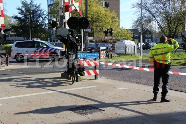 VIDEO: Fietser gewond bij aanrijding in centrum Enschede, VOA doet onderzoek