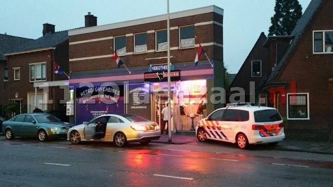 Overval op videotheek Haaksbergerstraat Enschede, politie doet onderzoek