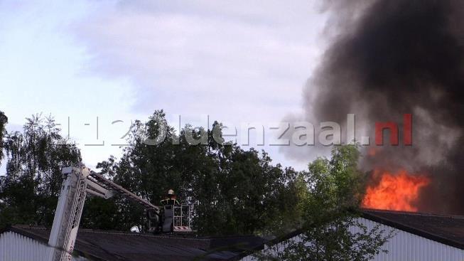 (foto 2) GRIP 1; Zeer grote brand bedrijfspand Steenbakkersweg Borne; Sluit ramen en deuren