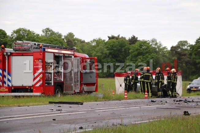 foto 2: Dode bij ernstige aanrijding tussen vrachtwagen en auto op de Haaksbergerstraat in Beckum