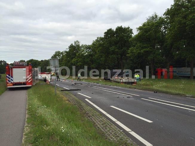 VIDEO: Dode bij ernstige aanrijding tussen vrachtwagen en auto op de Haaksbergerstraat in Beckum