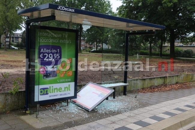 Foto 2: Vernieling aan bushokje Thijsniederweg Oldenzaal