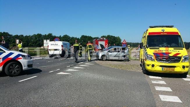 Twee gewonden bij aanrijding Weerseloseweg Enschede