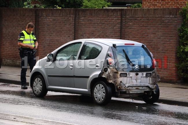 foto: Flinke schade bij aanrijding op singel in Enschede
