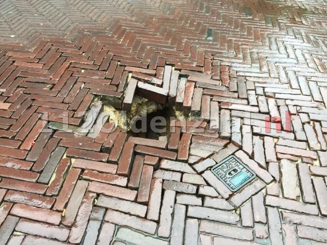 Gat in weg Bisschopstraat Oldenzaal zorgt voor gevaarlijke situatie