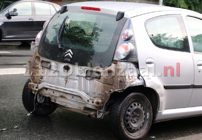 foto 2: Flinke schade bij aanrijding op singel in Enschede