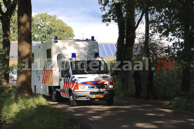 foto 2: Levenloos lichaam aangetroffen bij Het Rutbeek in Enschede, uitgebreid sporenonderzoek