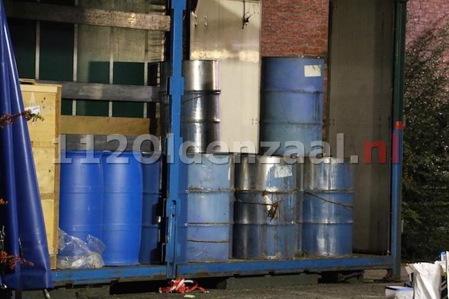 UPDATE: Vermoedelijk drugsvaten aangetroffen in container bij leegstaand bedrijfspand in Oldenzaal