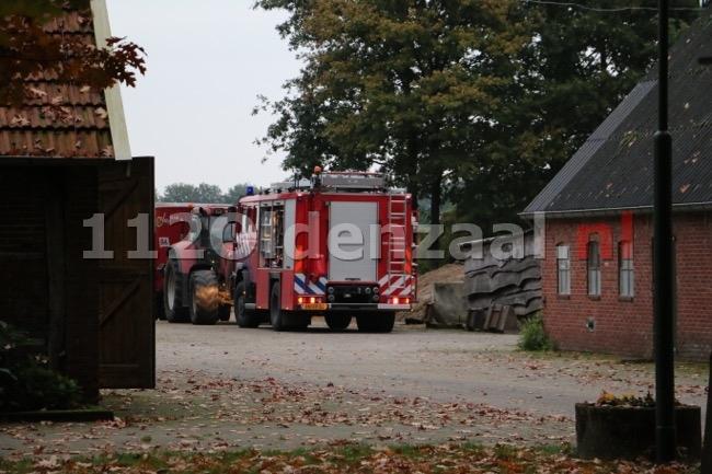 Foto 3: Koe komt in put terecht in Beuningen, brandweer start reddingsoperatie