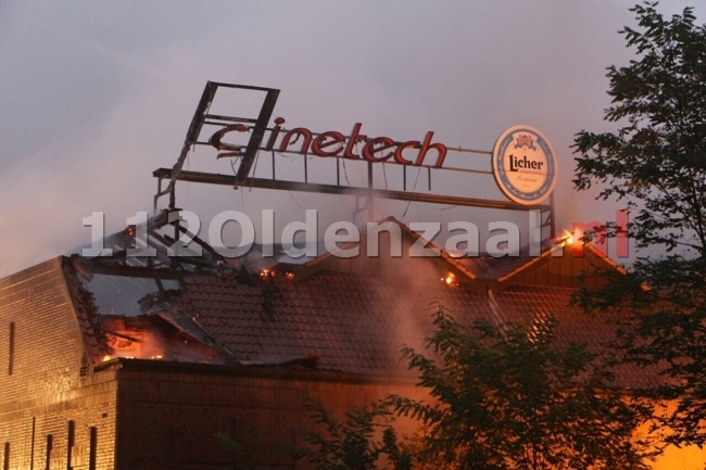Foto: Zeer grote brand in bioscoop Gronau, brandweer Enschede biedt ondersteuning