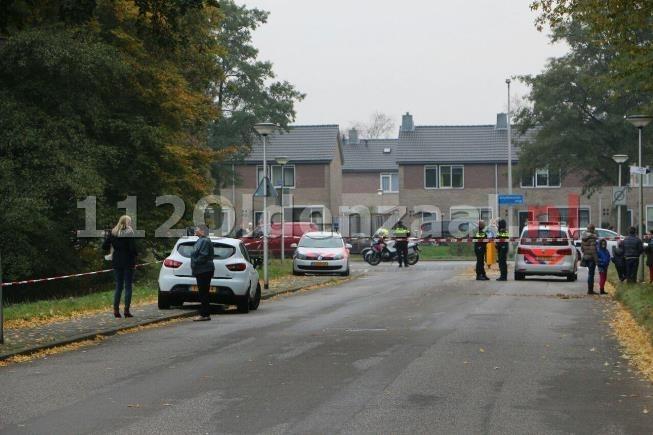 foto: Vijf aanhoudingen na mogelijk schietincident Enschede, huls op straat aangetroffen