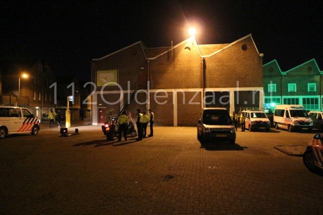 Foto: Meerdere aanhoudingen bij grote politiecontrole in centrum Enschede