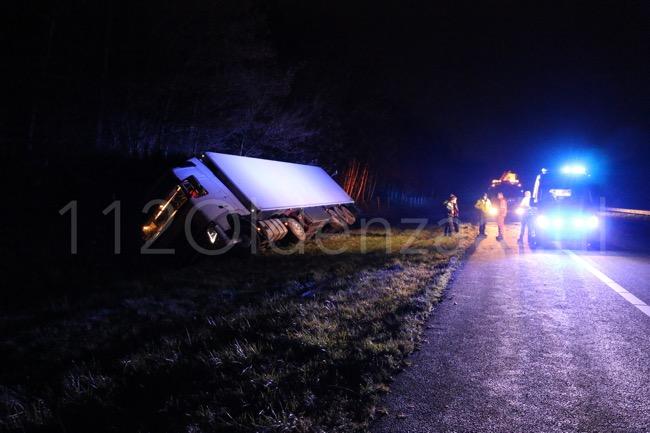 Foto: Vrachtwagenchauffeur zwaargewond bij ongeval A1 tussen Oldenzaal en De Lutte