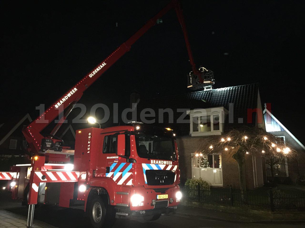 video: Brandweer rukt uit voor schoorsteenbrand Ijsvogelstraat De Lutte