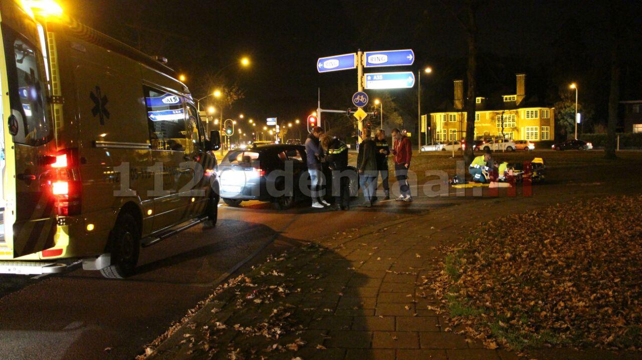 foto en video: Pizzabezorger naar ziekenhuis na aanrijding in Enschede