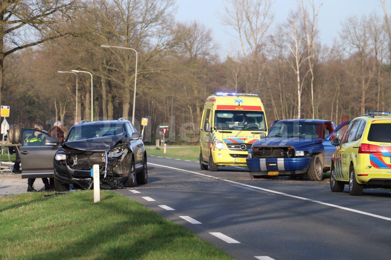 foto 3: Gewonden bij ongeval Rossumerstraat Agelo