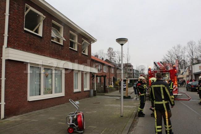Video: Woning in Glanerbrug loopt schade op bij brand