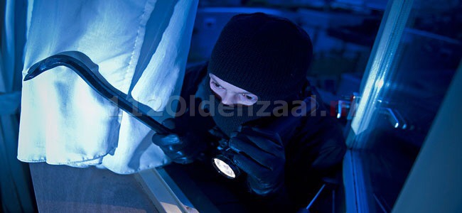 Politie houdt twee mannen aan met inbrekersgereedschap