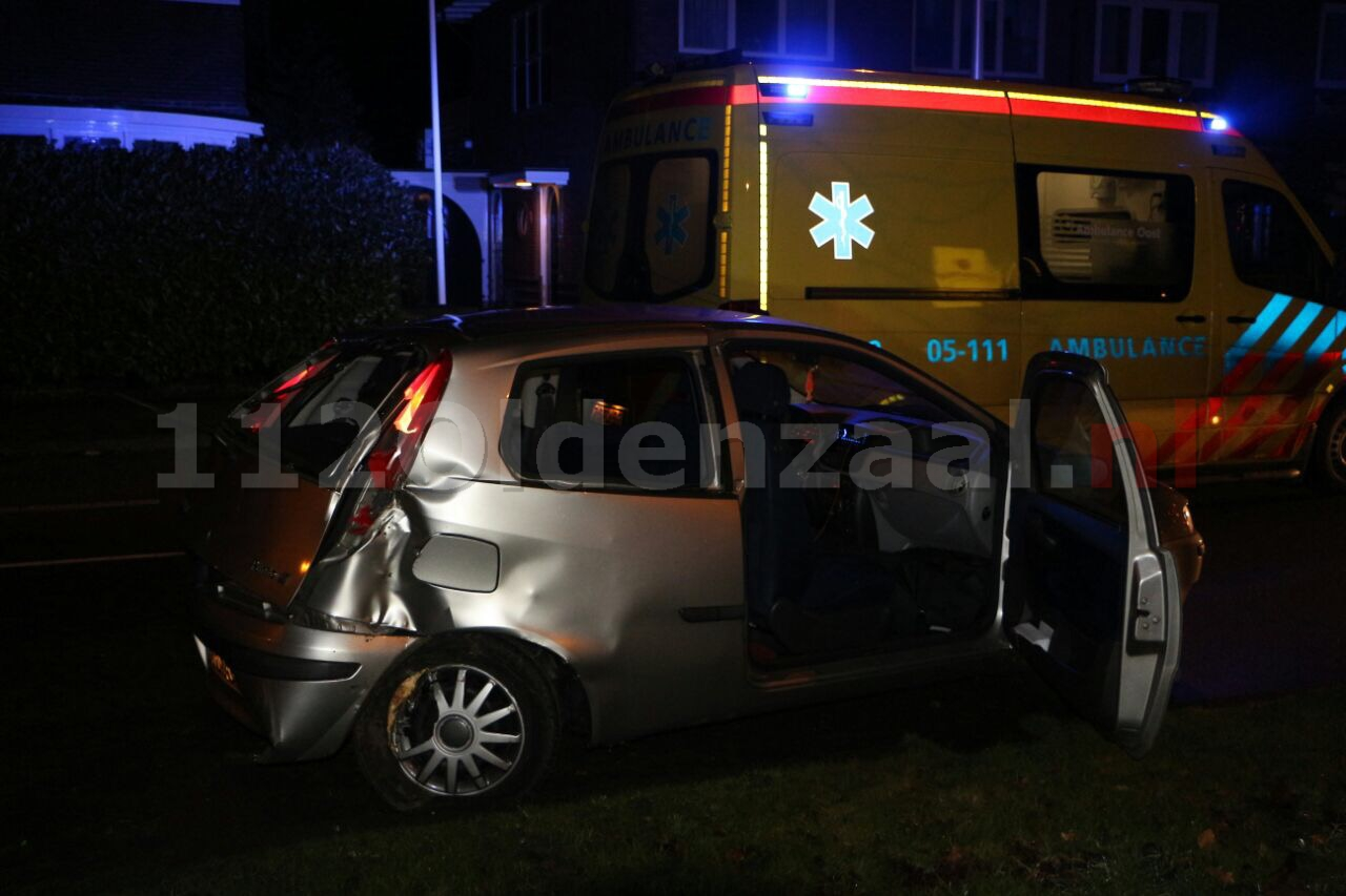 Foto 2: Tweede auto botst op boom in Enschede, nu op Tubantiasingel