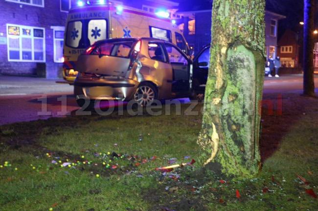 VIDEO: Tweede auto botst op boom in Enschede, nu op Tubantiasingel
