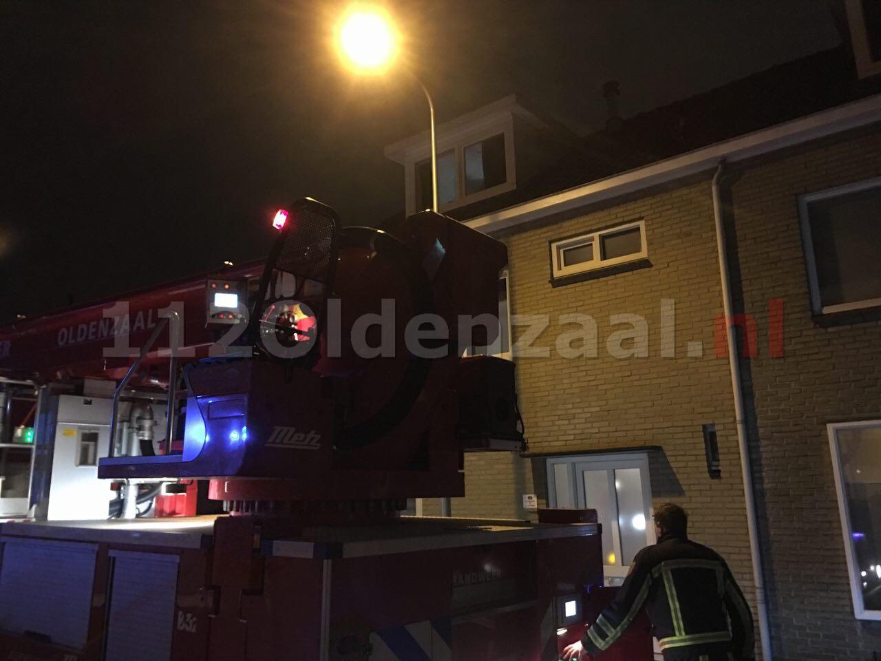 Foto: Brandweer rukt uit voor schoorsteenbrand Tulpstraat Oldenzaal