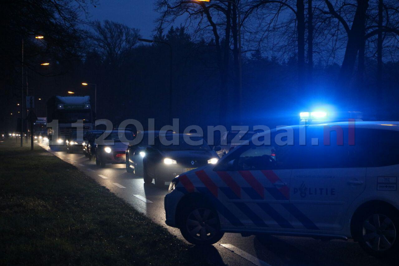 Foto 2: Gewonde bij aanrijding Oldenzaalsestraat Lonneker, lange file in beide richtingen