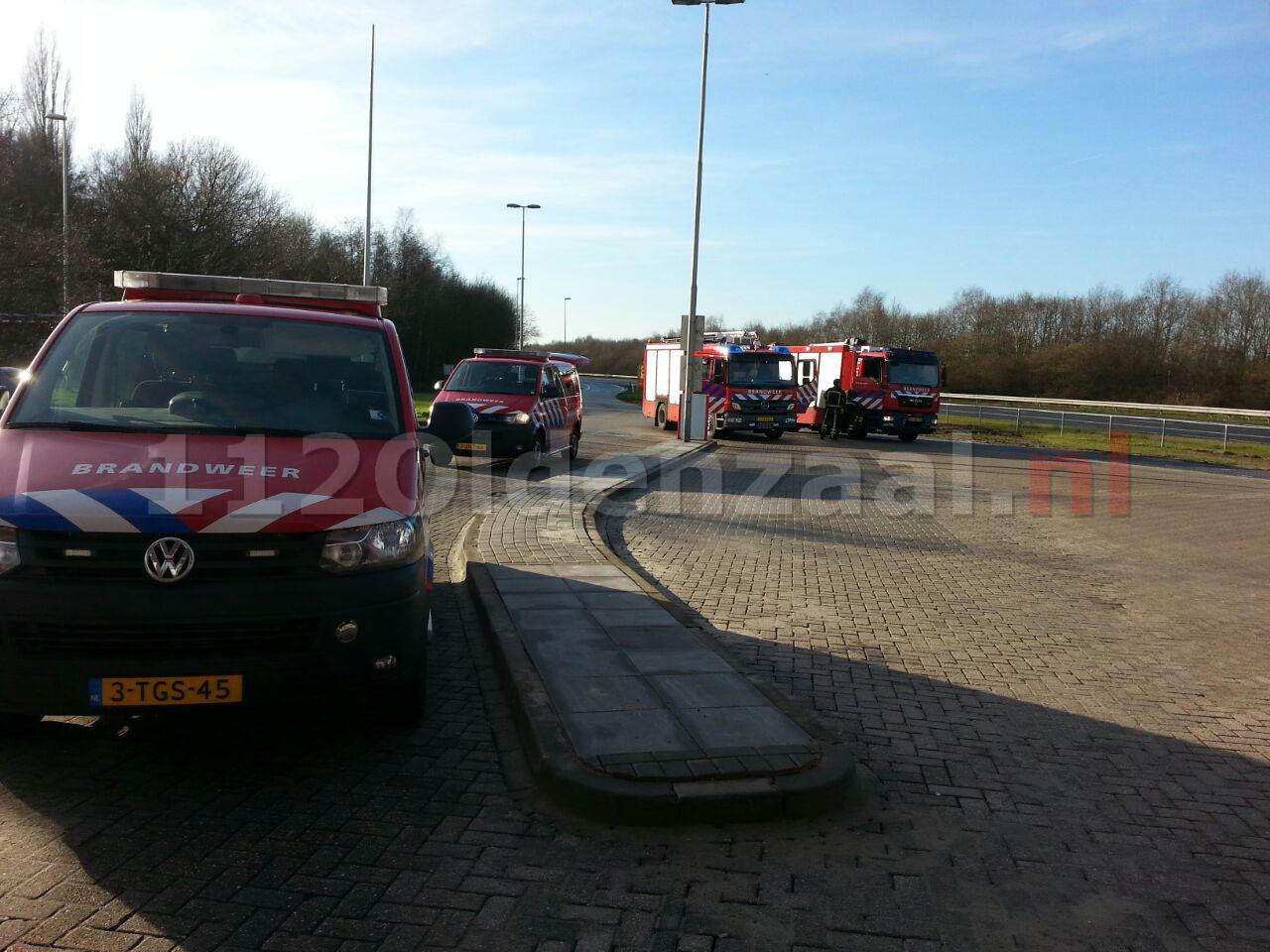 Foto 2: Vrachtwagen lekt LPG bij tankstation A1 Deurningen, brandweer opgeroepen