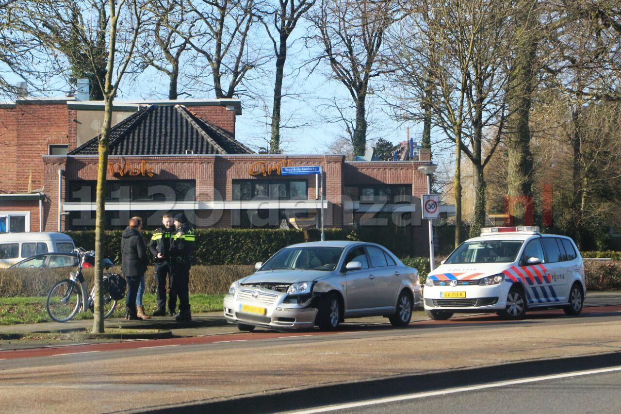 foto: Auto afgesleept na aanrijding in Enschede