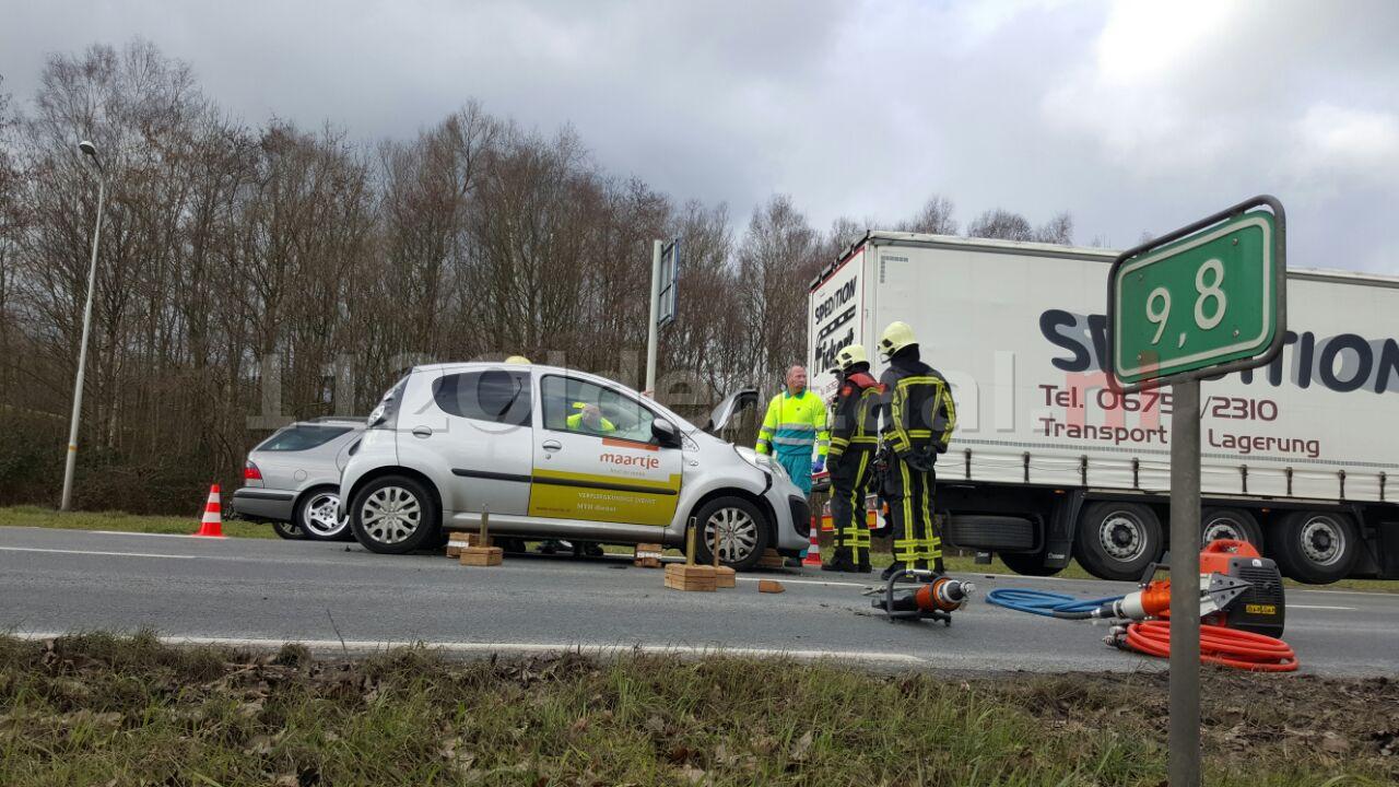 foto: Automobilist gewond bij aanrijding in Hengelo
