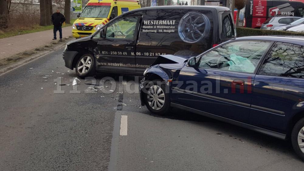 Twee gewonden bij aanrijding Wegtersweg Hengelo