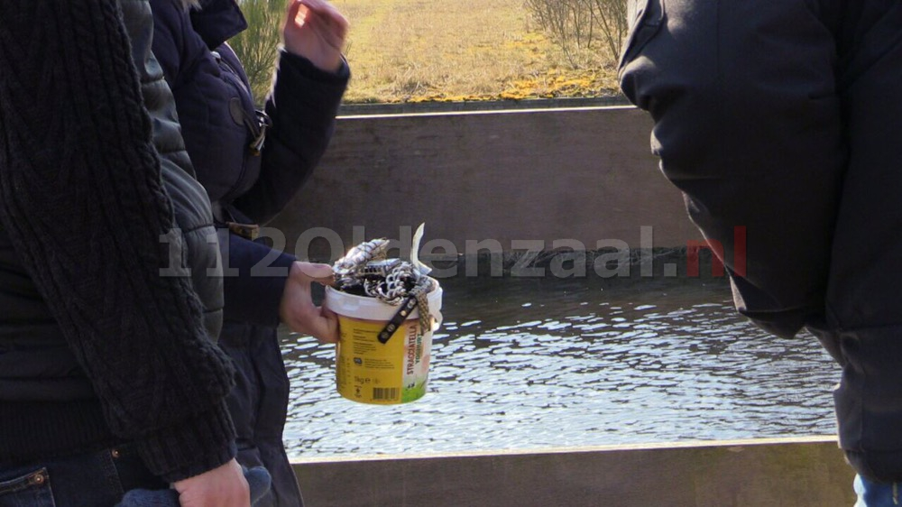 Foto en video: Wandelaar vindt grote hoeveelheid sieraden in Kristalbad Enschede