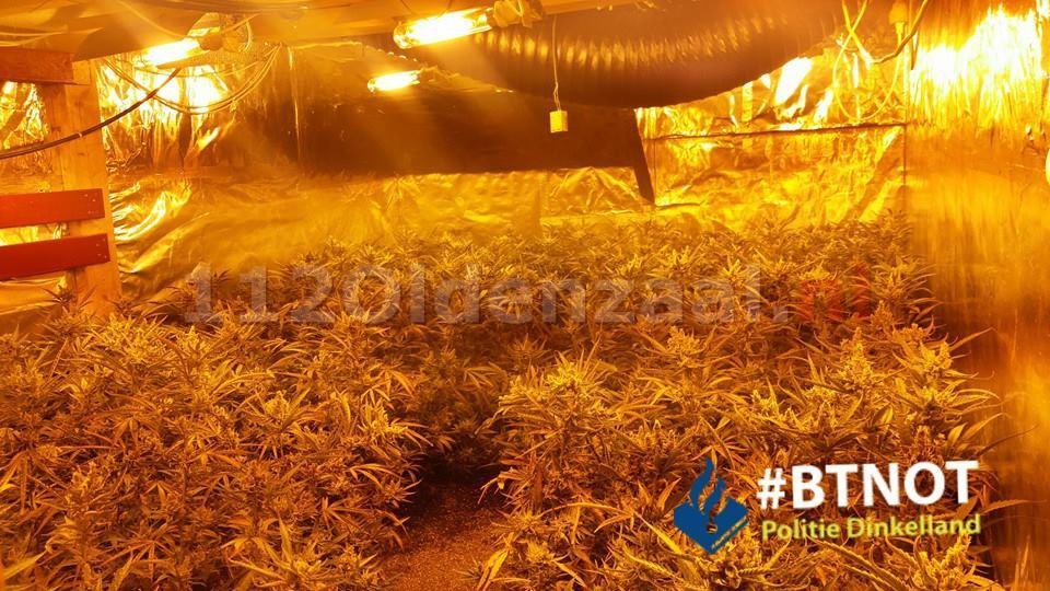 Foto: Politie treft hennepkwekerij aan in Denekamp
