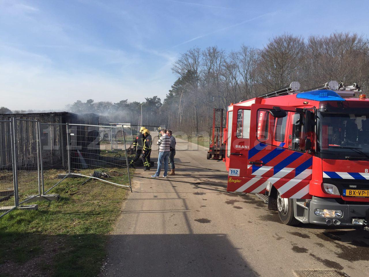 Foto 3: Brandweer rukt uit voor brand in containers Jufferbeek Oldenzaal