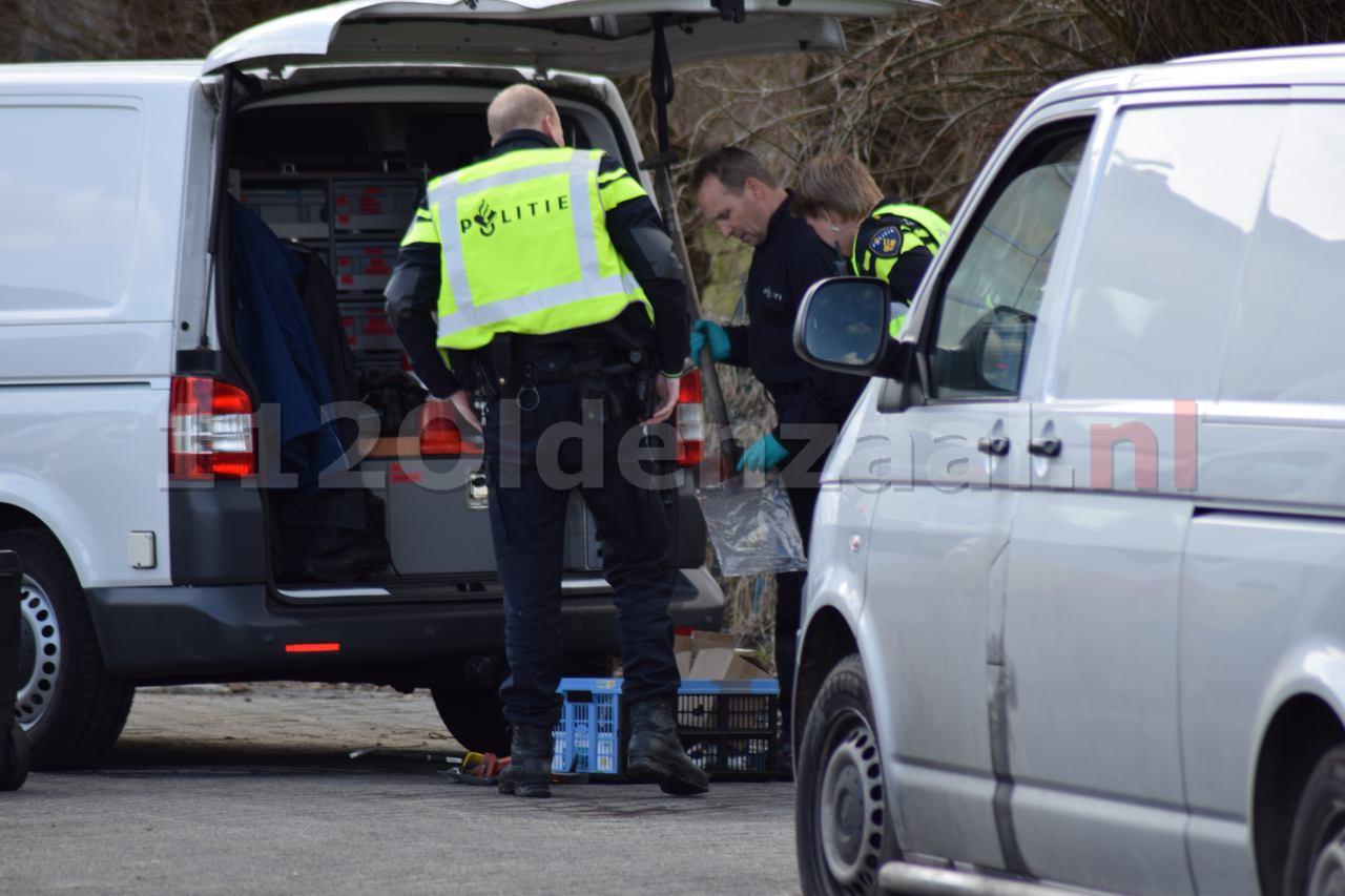Foto 2: Politie en brandweer doen onderzoek naar oorzaak grote brand in Hengelo