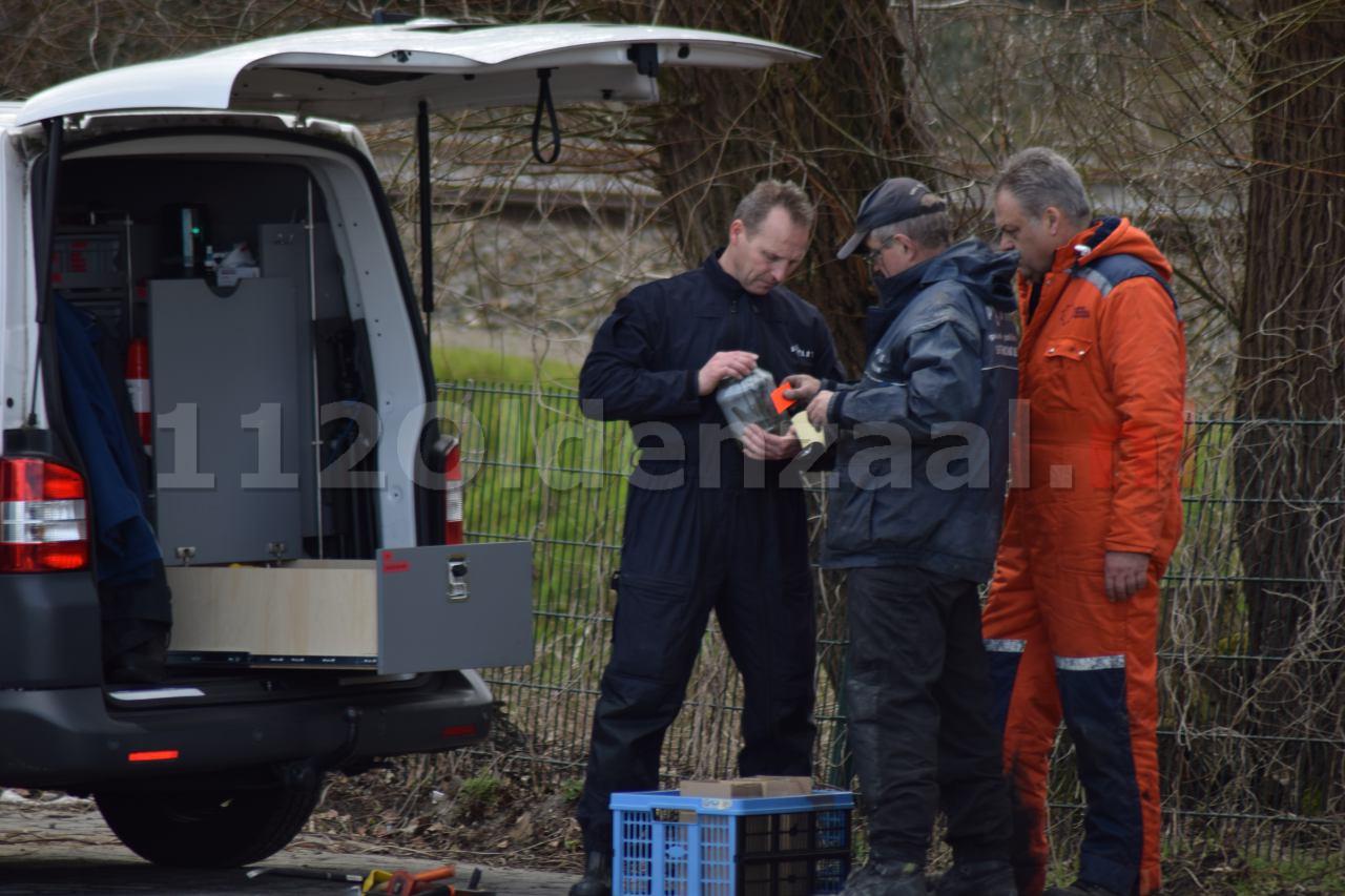 Foto: Politie en brandweer doen onderzoek naar oorzaak grote brand in Hengelo