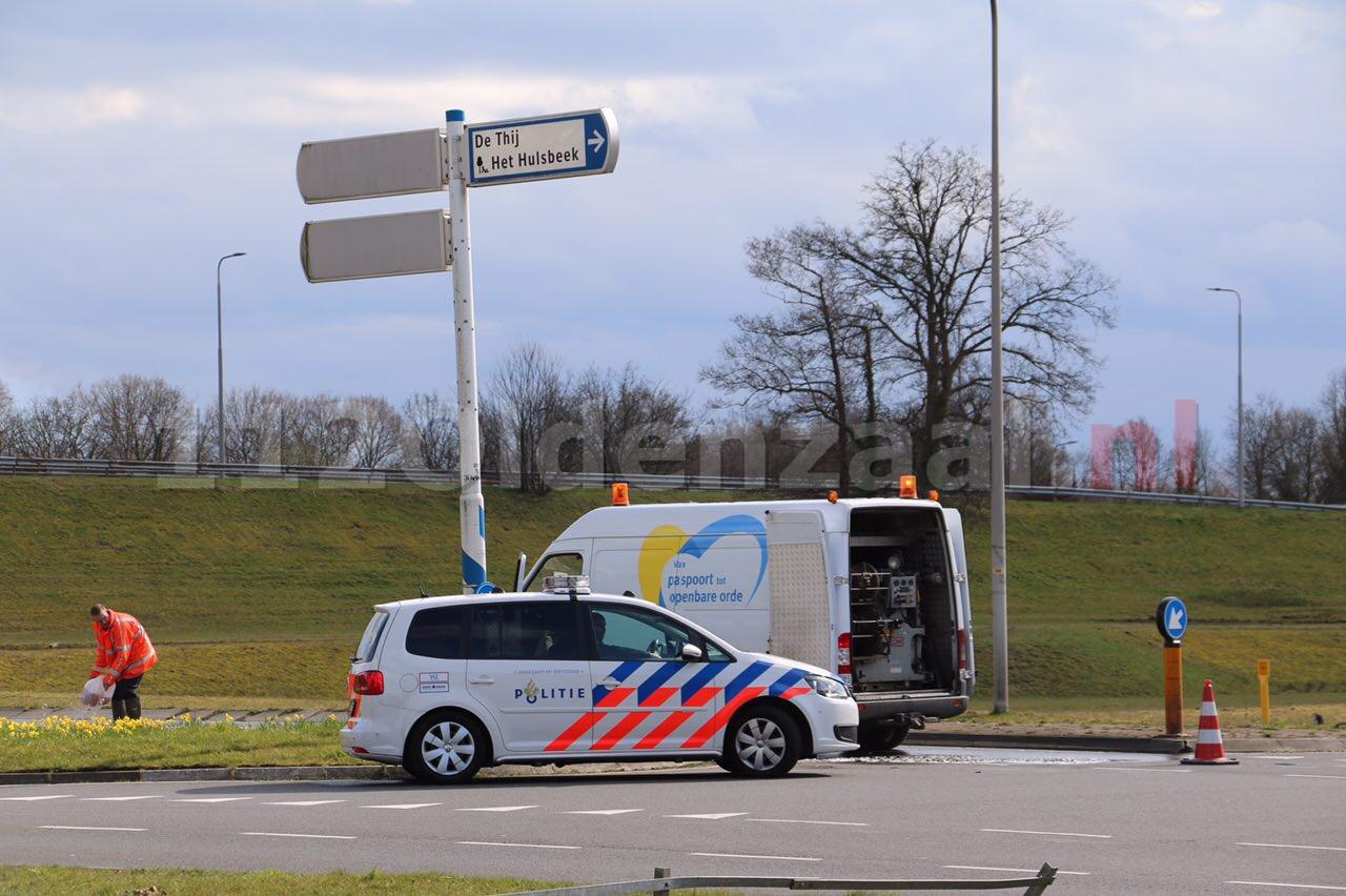 Foto 2: Schipleidelaan Oldenzaal gedeeltelijk afgesloten door aanrijding