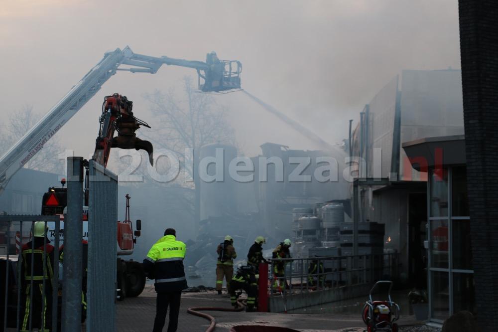 Foto 3: Productie ijsfabriek verwoest na zeergrote brand in Hengelo