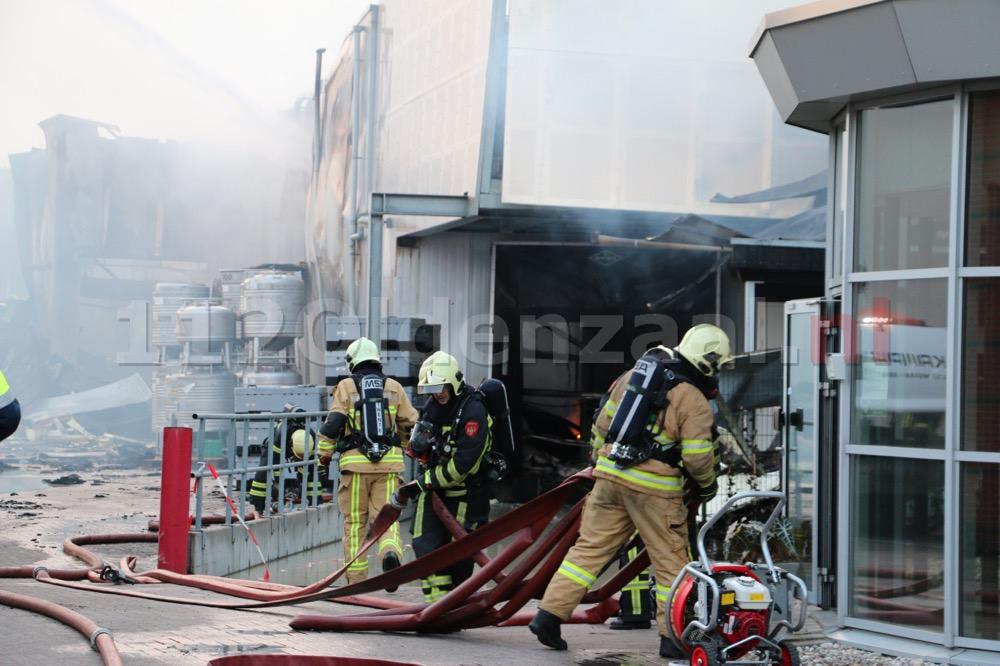 Foto 5: Productie ijsfabriek verwoest na zeergrote brand in Hengelo