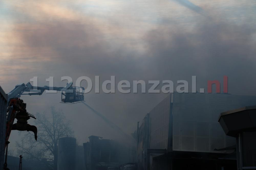 Foto 6: Productie ijsfabriek verwoest na zeergrote brand in Hengelo