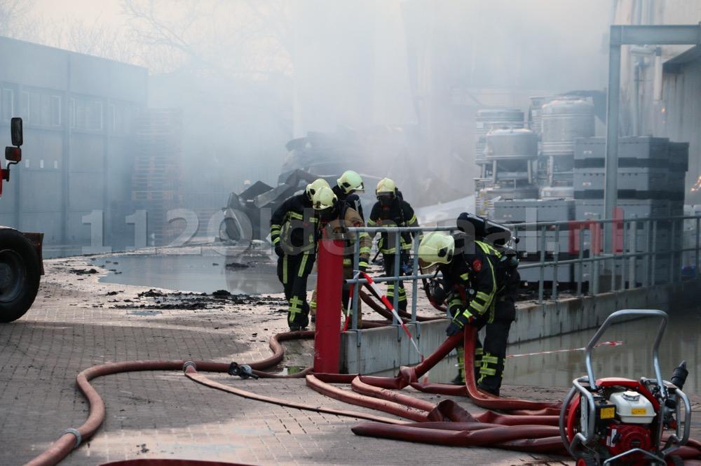 Foto 7: Productie ijsfabriek verwoest na zeergrote brand in Hengelo
