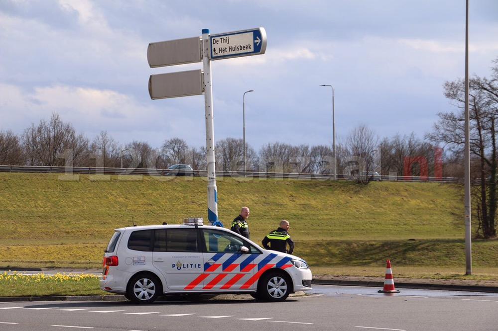 Foto: Schipleidelaan Oldenzaal gedeeltelijk afgesloten door aanrijding