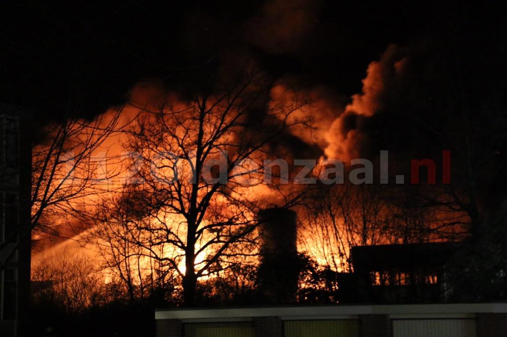 Foto 2: Productie ijsfabriek verwoest na zeergrote brand in Hengelo