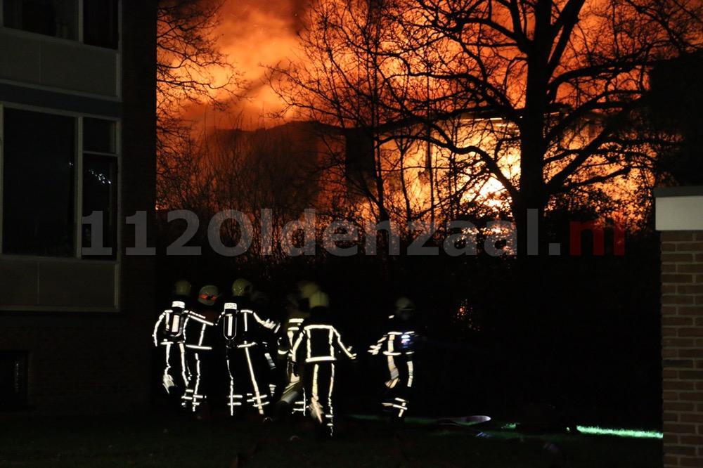 Foto: Productie ijsfabriek verwoest na zeergrote brand in Hengelo