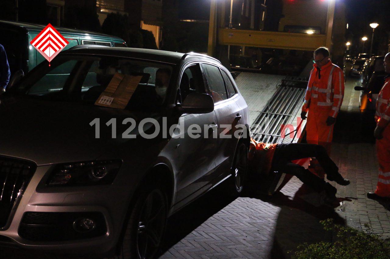Foto 2: Auto's in beslag genomen bij onderzoek in loods Glanerbrug