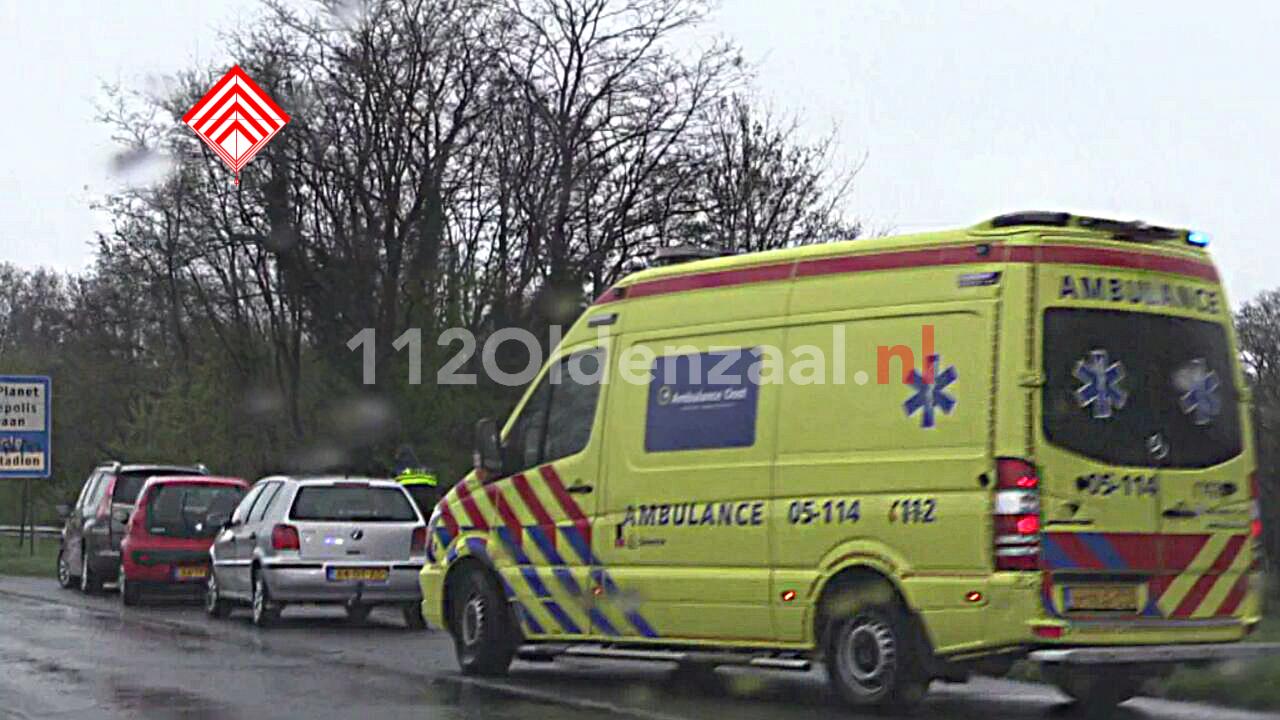 foto: Gewonde bij aanrijding met drie auto's op de Westerval in Enschede