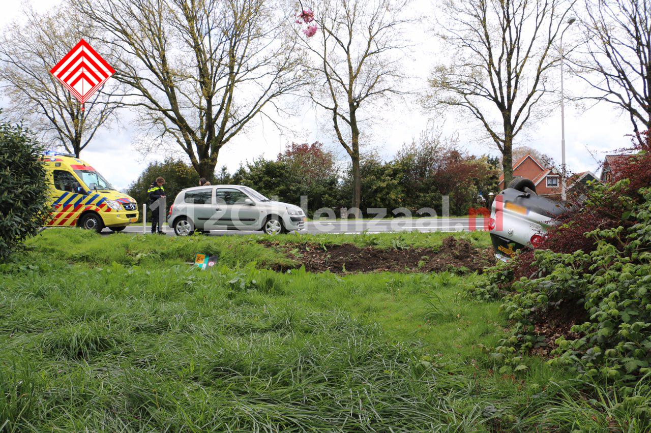 Foto 2: Ongeval met letsel Rondweg Oldenzaal, auto op de kop
