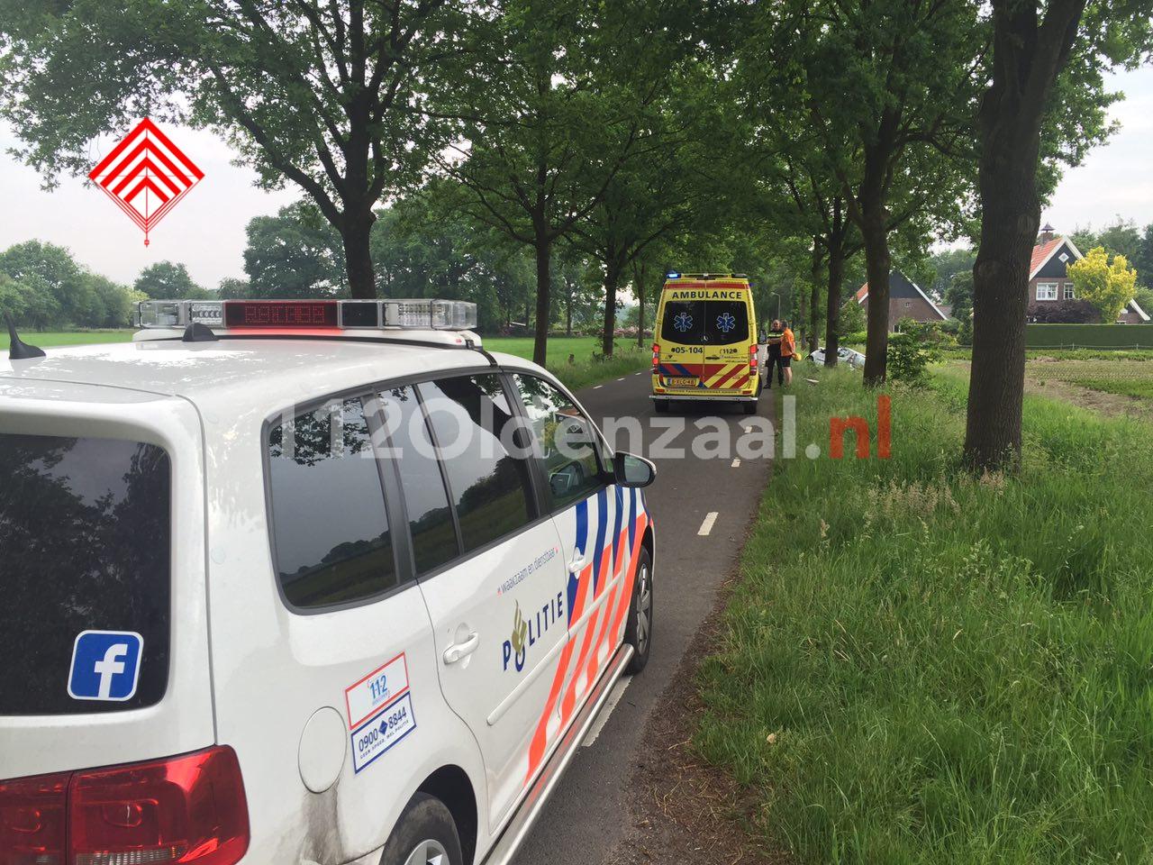 Video: Vrouw gewond bij eenzijdige aanrijding in Beuningen, auto belandt in sloot