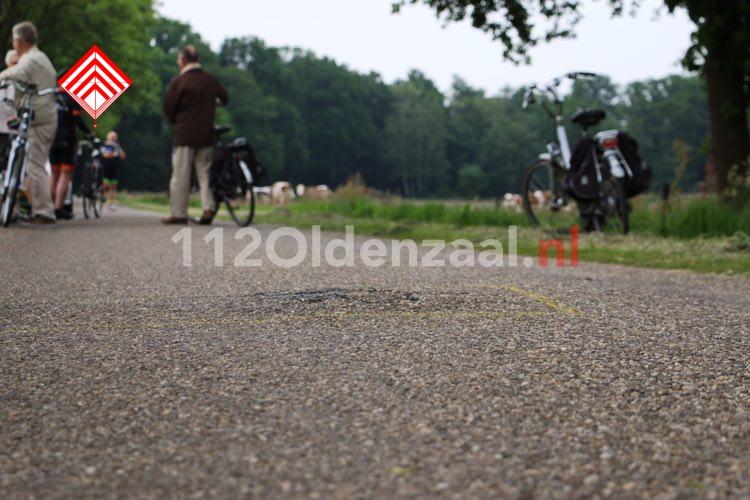 Foto 3: Twee wielrenners naar het ziekenhuis na val over verhoging in wegdek