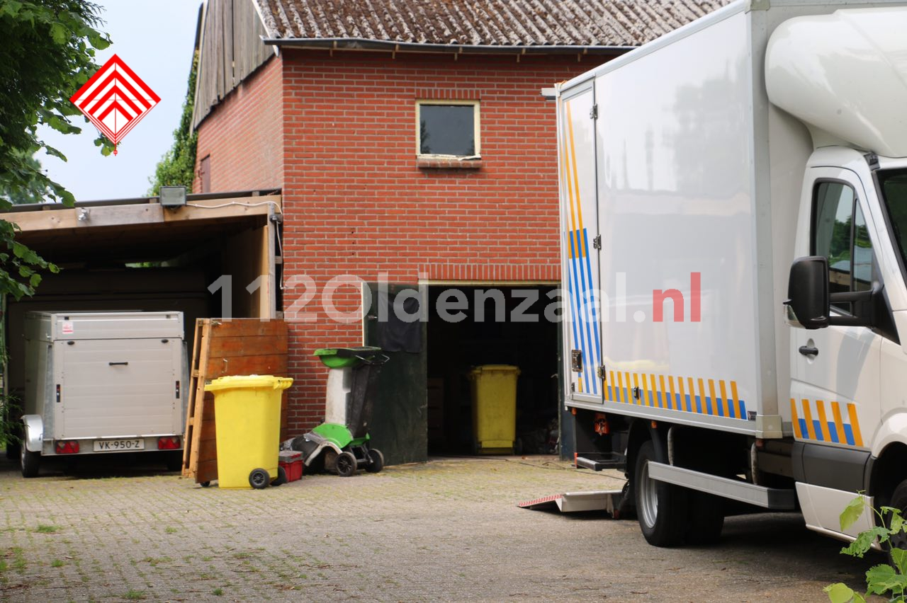 Foto: Straat in Saasveld zonder stroom door gevaarlijke hennepkwekerij