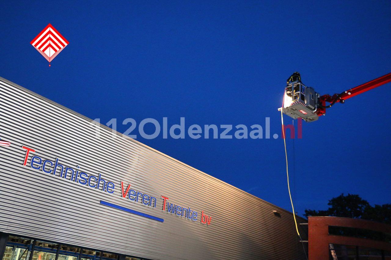 Foto 4: Bedrijf in Oldenzaal ontruimd; dakdeel verzakt door regenval